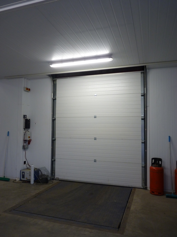 Loading bay in temperature controlled foodsafe environment