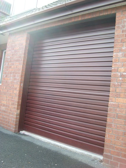 Mahogany roller door automatic with no lock