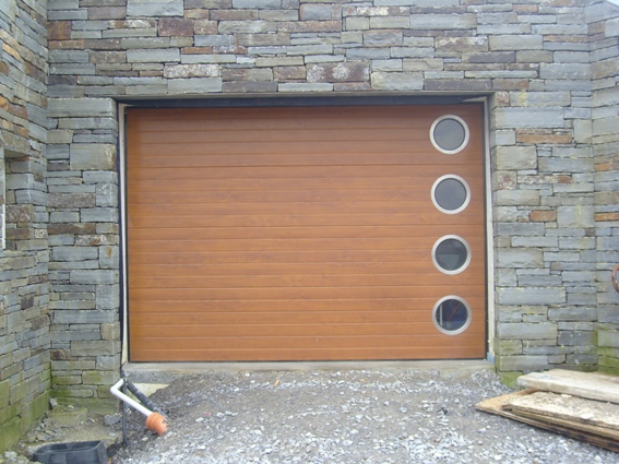ThermAdor golden oak Ribbed with porthole windows